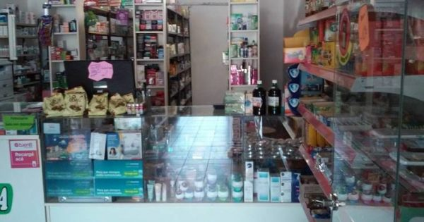 Pareja con una niña intentaron robar farmacia en Alem