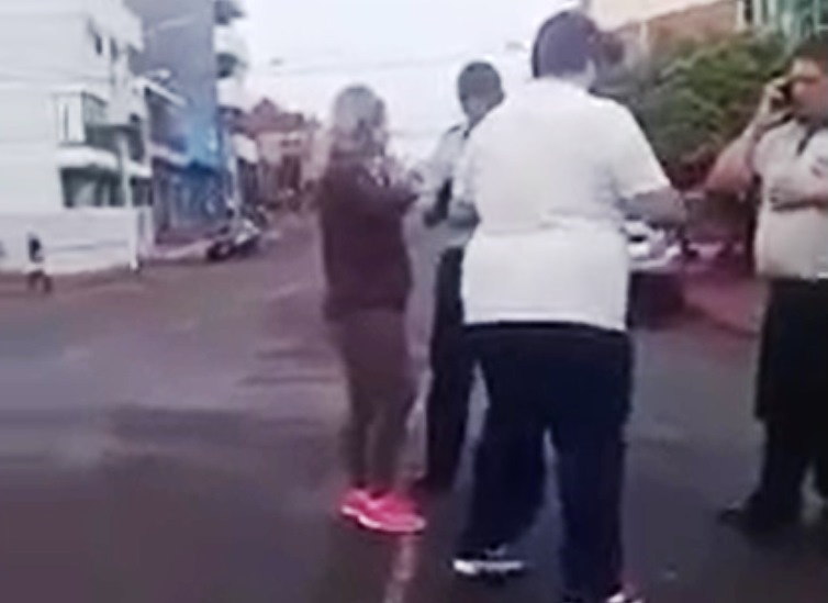 Agredieron a inspectores de tránsito (video)