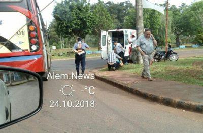 Colisionaron una moto y un colectivo en el acceso a Alem