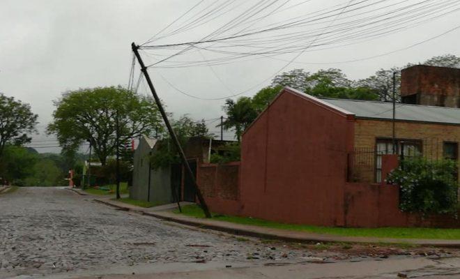 Vecinos preocupados por el estado de los postes de tendido eléctrico