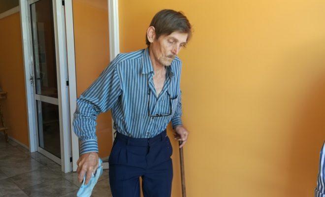 Dejaron en la calle a persona con discapacidad