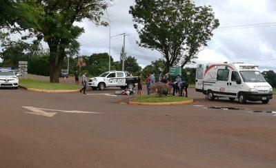 Dos motociclistas lesionados tras colisionar con una camioneta