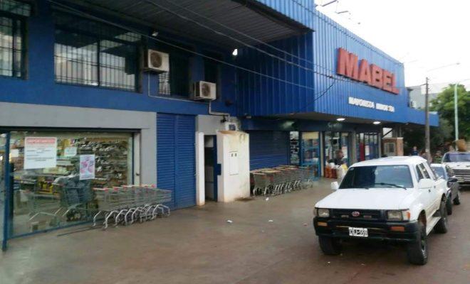 Se escaparon sin pagar de un reconocido supermercado