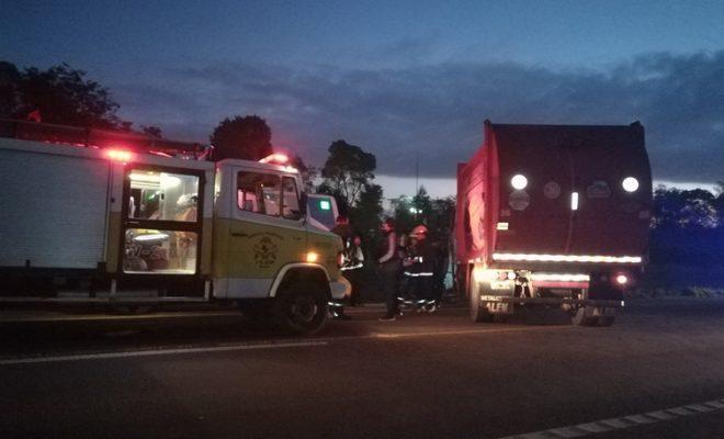 Motociclista colisionó contra camión compactador municipal en ruta 14