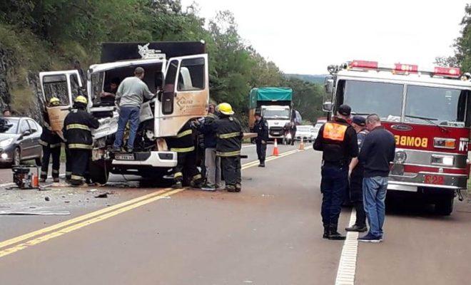 Camión impactó fuertemente contra otro en el acceso a Arroyo del Medio