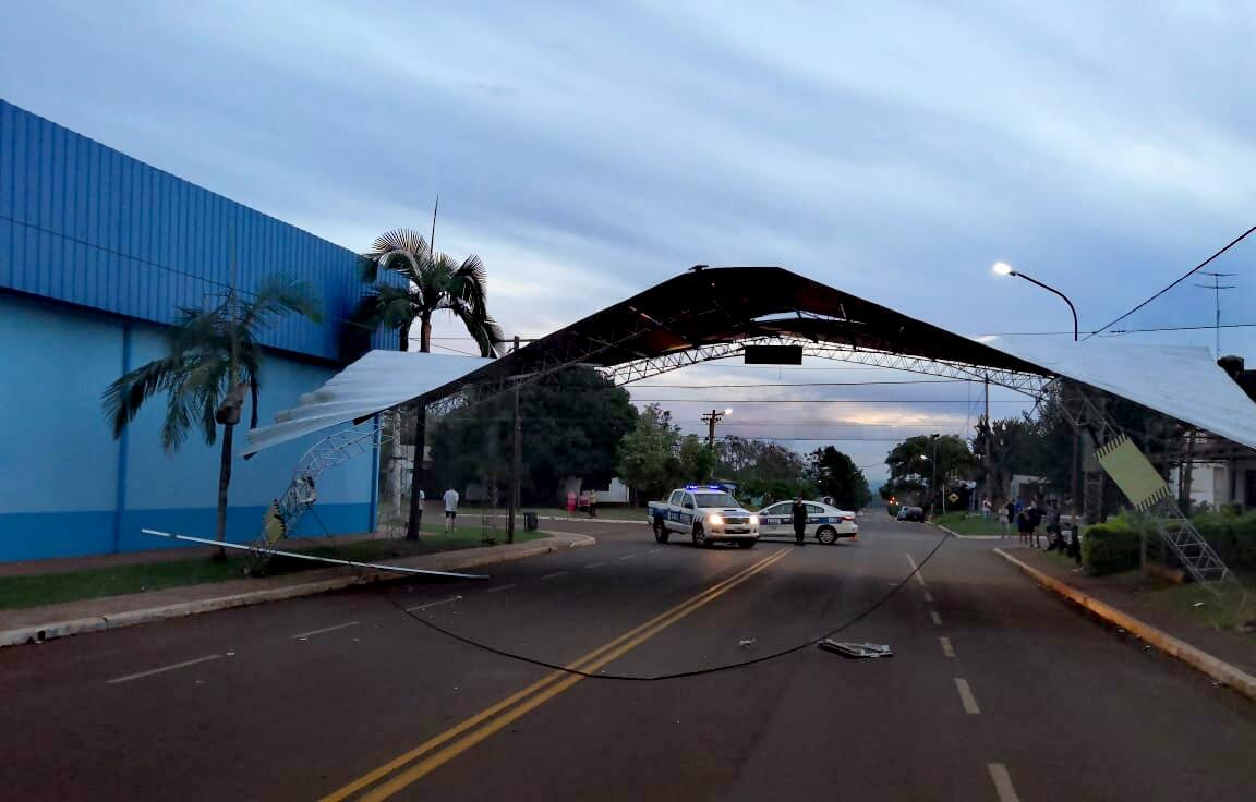 Colectivo derribó parte de la estructura del escenario mayor de San Javier